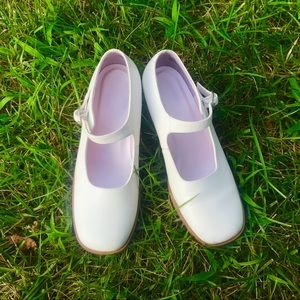 vintage white mary jane kitten heels!